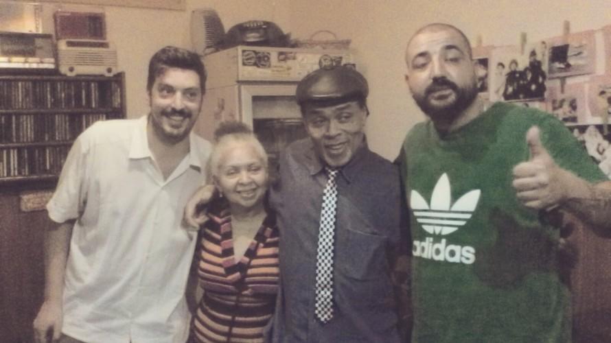 HOMBRE LOBO con Hugo Lobo, miércoles 22hs www.radioatomika.com.ar. 11 años difundiendo música libre. HOMBRELOBO DELUXE invitado Val Douglas y traducido en simultáneo por su hermana Jem. PROGRAMA COMPLETO PARA ESCUCHAR […]